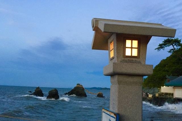 海辺の灯籠
